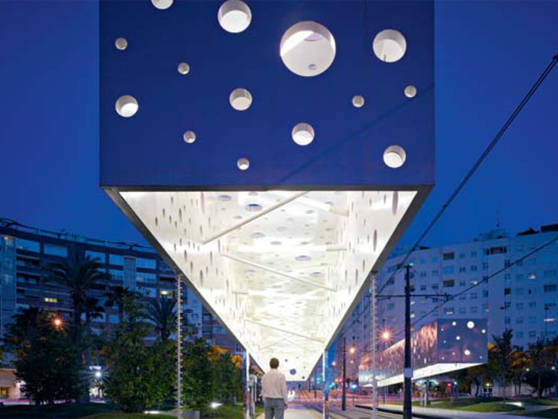 Alicante, la stazione del tram progettata nel 2007 dallo studio Subarquitectura