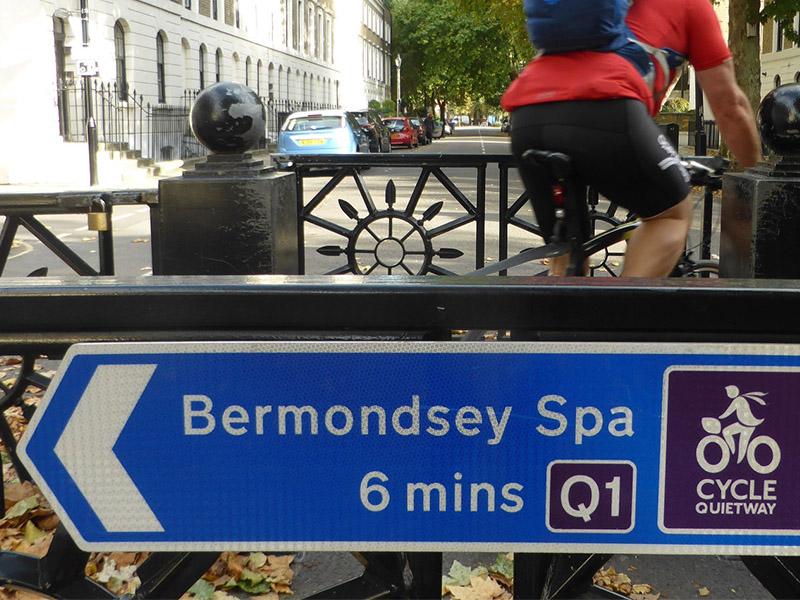 """Londra introduce le """"quietways"""", gli itinerari ciclabili di quartiere"""